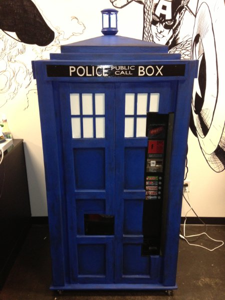 tardis-vending-machine-26041